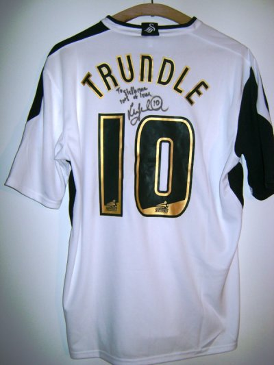 Maillot dedicacé de Lee Trundle