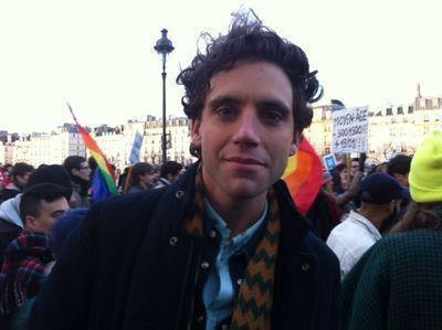 Mika à la manif: Mariage pour tous!