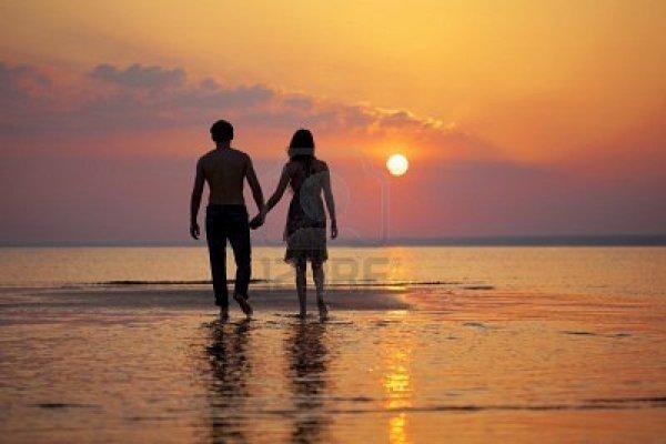 Les hommes veulent toujours être le premier amour d'une femme. C'est là leur vanité maladroite. Les femmes ont un sens plus sûr des choses: ce qu'elles veulent, c'est être le dernier amour d'un homme.