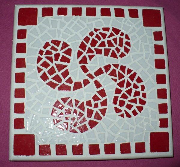creation mosaique dessous de plat croix basque creation perles mosaique. Black Bedroom Furniture Sets. Home Design Ideas