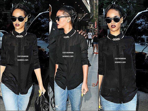 - 15/06/12 : Rihännaa étévue dans les rues de New York serendantrestaurant «Da Silvano » TOP! -