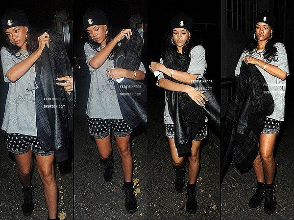 - 20/06/12 :Rihanna a été photographié arrivent et sortant des studios àLondres Elle s'est tout d'abord rendue aux studios «The Biscuit Factory» avant de se rendre à d'autres studios dans le quartier de Nothing Hill ! -