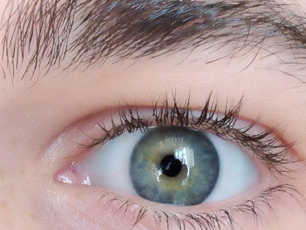 oui c'est bien mon oeil et non un FAKE