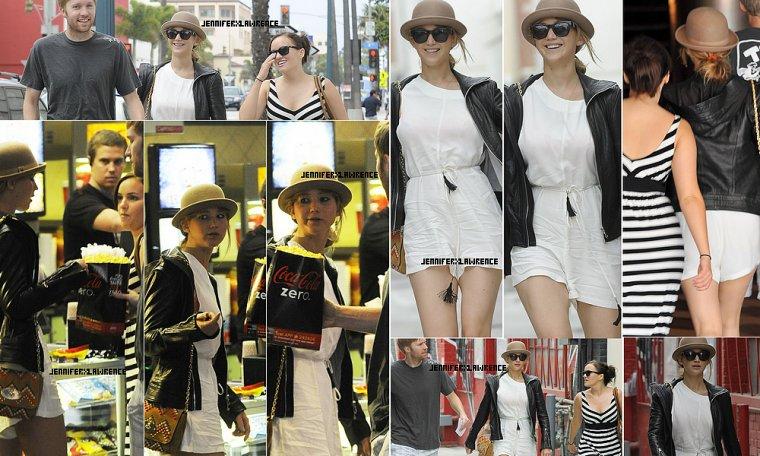.17 JUIN. Jen est allée au cinéma avec des amis dans l'après midi à Santa Monica ... 2012... • En compagnie de son petit chapeau favori! Que penses tu de sa combi-short ?