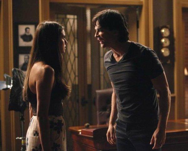 Le drôle de Noël de Damon Salvatore et d'Elena Gilbert: La dispute