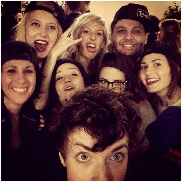 09/02/13 -> Kristen au concert d'Ellie Goulding avec des amis.