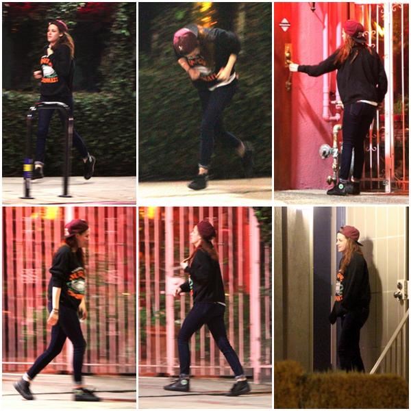 22/02/13 - Kristen et des amis à Los Angeles[/g ].