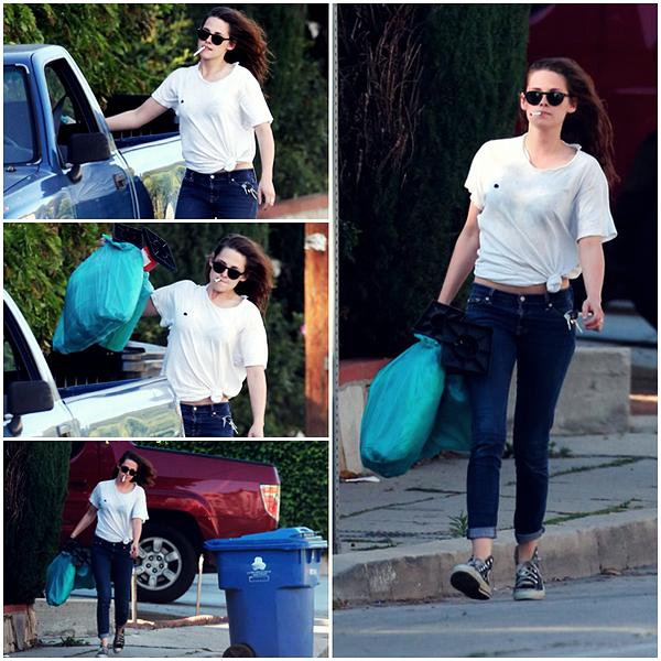 16/04/13 - Kristen sortant les poubelles à LA.