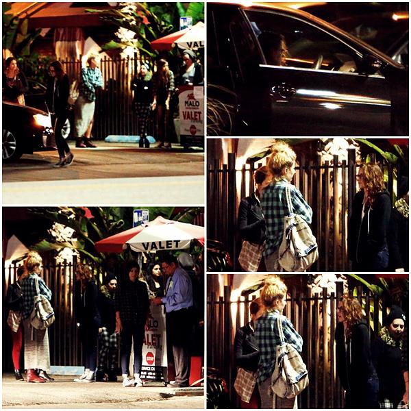 CANDID | 21/04/13 | Kristen, avec des amis, au restaurant Malo.