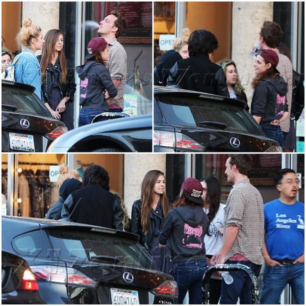 CANDID | 26/04/13 | Kristen au restaurant Two Boots avec ses amis.
