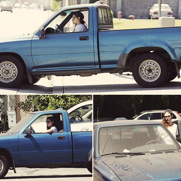 CANDID | 08.07.13 | Kristen s'est rendu dans des studios à Los Angeles pour le tournage de Camp-X-Ray.