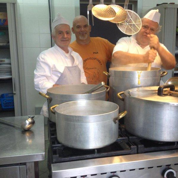 Eggplant all'Adriano_Pollo fricasèe chef Adriano_Sambul udang_ Kazy _Caldero de Almajas de Manhattan_ Dinde farcie aux marrons _Zarzuela_ Alfred  Hitchock's Quiche Lorraine _Harissa_Lasagne al forno_Acapulco cocktails _cazpacho manchego_Italian sausage Spaghetti _Sopa de pescado _ Koeksisters _Soufflè  di   porcini + Soufflè  di   gamberi +Sachertorte à la Sacher ( Svedese ) +
