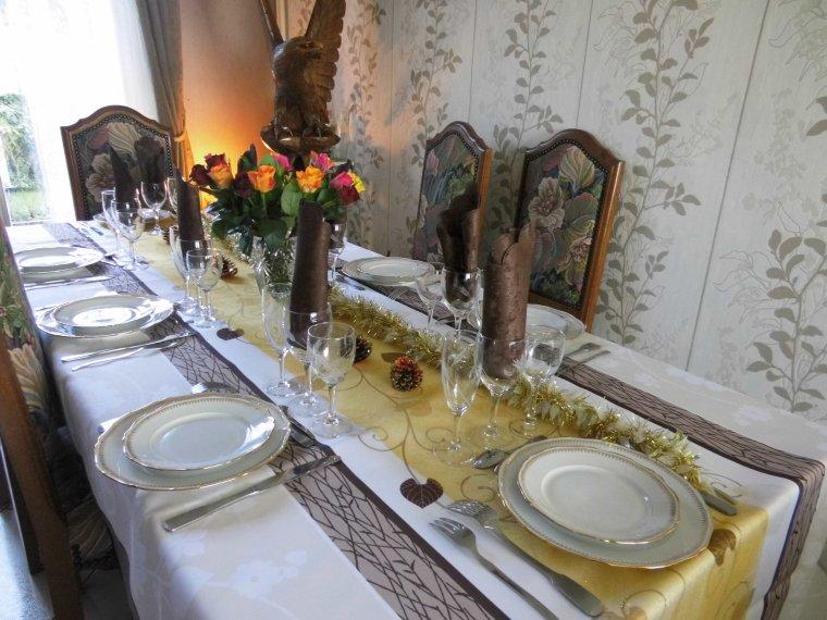 voila la table est dressee pour le repas de nouvelle annee