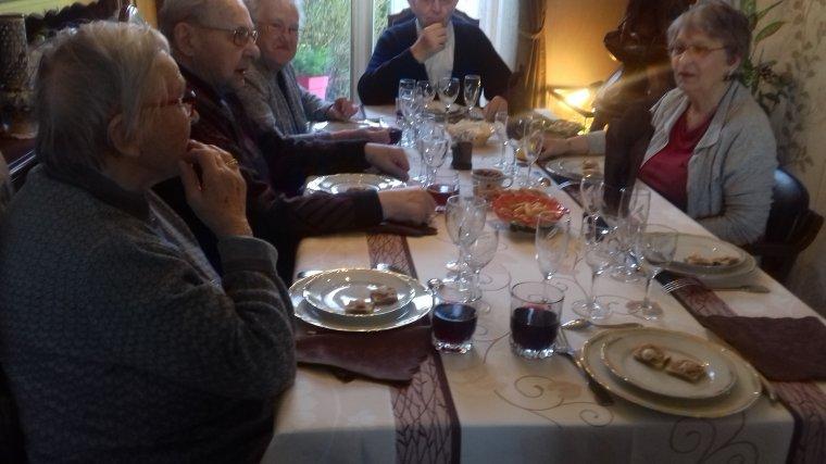 le repas des anciens de la  famille