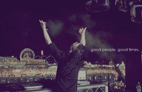 La musique nous fais vivre, alors profite-en car le jour où tu ne l'entendra plus, tu seras DEAD. †