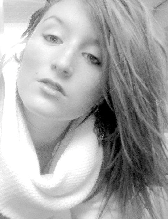 Je veux bien faire la belle, mais pas dormir au bois. Je veux bien être reine, mais pas l'ombre du roi.