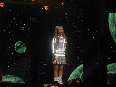 Lorie lors de son concert 2004,