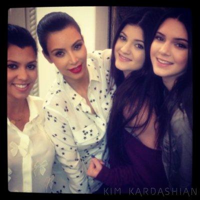 Kim a posté ces photo sur son site officiel kylie et kendall etait chez kourtney !