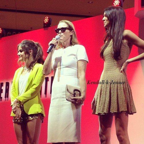 6 septembre . Kendall a la fashion night out . + Photo perso.