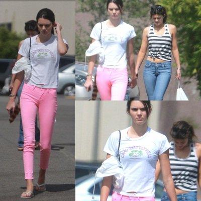 21 Septembre. Kendall & Kylie allant acheter d'après leur sac leur Iphone 5.