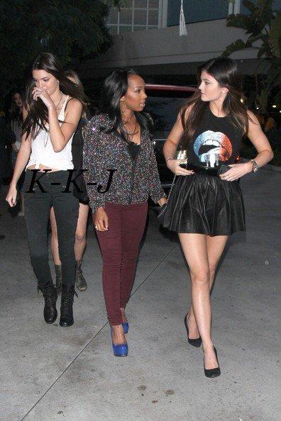 4 Octobre . Kendall sa famille et quelque amis au concert de Justin Bieber au Stemple Center.