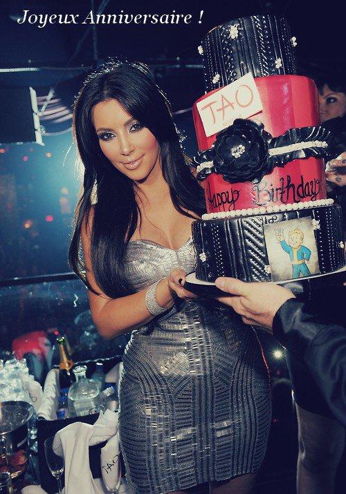 Joyeux Anniversaire a la Magnifique KIM Kardashian qui fête ses 32 ans!