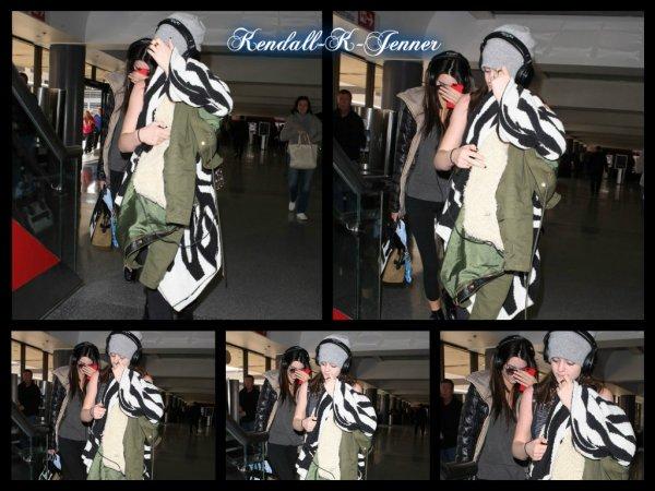 10 février 2013: Kendall et sa soeur Kylie ont été aperçue à l'aéroport de Los Angeles. Elles revenaient de New York.