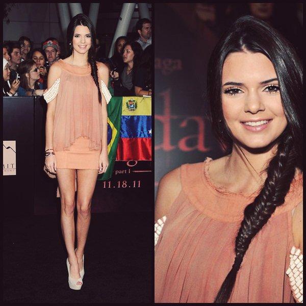 Ma tenue préférée de Kendall sur le red carpet elle est vraiment sublime la coiffure le maquillage les chaussure tout est parfait ! Qu'en pense tu ?