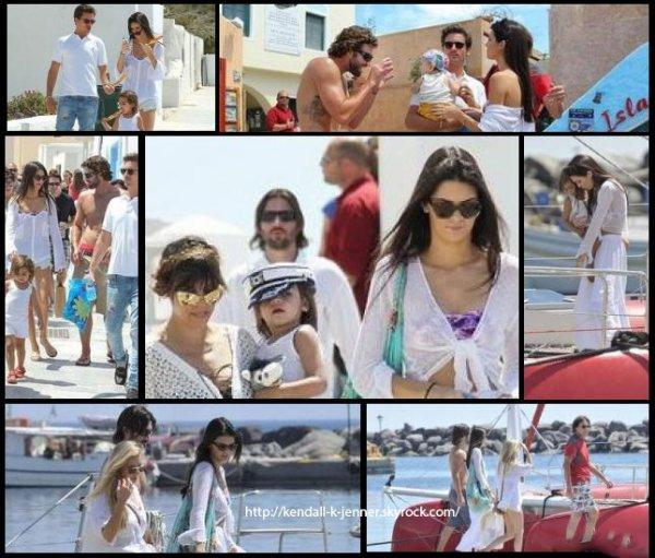29 avril 2013: Kendall a été aperçue à Santorini en Grèce
