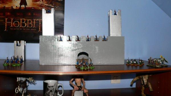 Petit Château avec figurine warhammer seigneur des anneaux