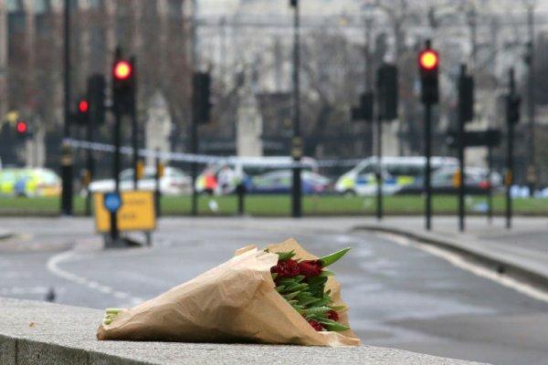 HOMMAGE AUX VICTIMES DE LONDRES