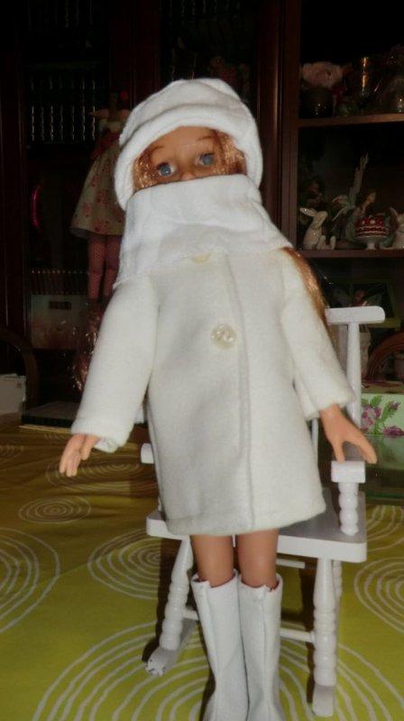 Vêtements confectionnés par Géraldine pour ma Martine qui était nue, l'autre Martine, en rose, ces vêtements sont d'origine ♥ 2/3