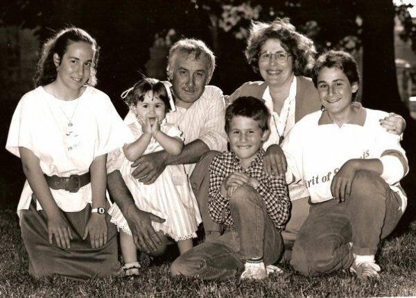 AVOIR UNE PENSEE POUR CEUX QU'ON AIME... Notre petite famille en 1987 ♥