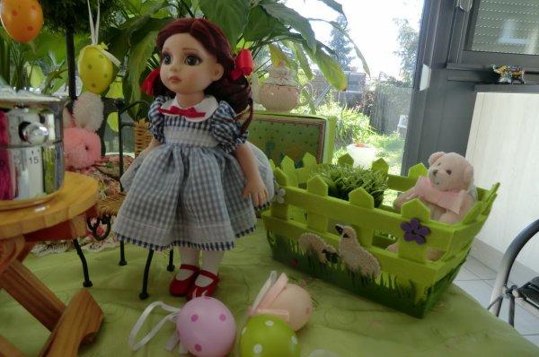 Fancy (la brune) et Patsy (la rousse), poupées Effanbee vous souhaitent, unies à moi, de JOYEUSES PÂQUES !! 1/3