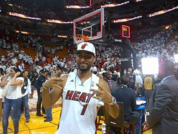 En direct de Miami sur le parquet ! Miami est champion !!!! Dédicace à Ronny Turiaf