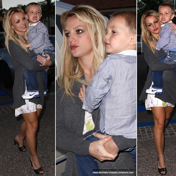 . 30 oct : Britney se rend au restaurant avec ses fils & Jason, à Calabasas . .