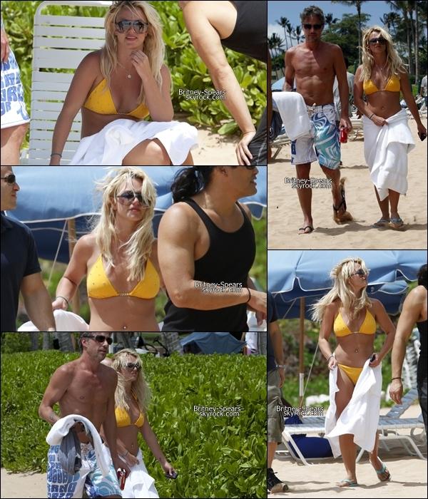 24/08/10: Britney et Jason se sont offerts une aprém détente, ils se sont rendues à la plage  de Hawaii.
