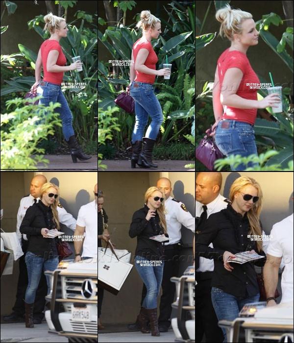 """le 15 novembre, Britney allait à un studio d'enregistrement à Hollywood. Le même jour Brit faisait du shopping au centre commercial """"Plaza Topanga"""".  Top ou Flop ?"""