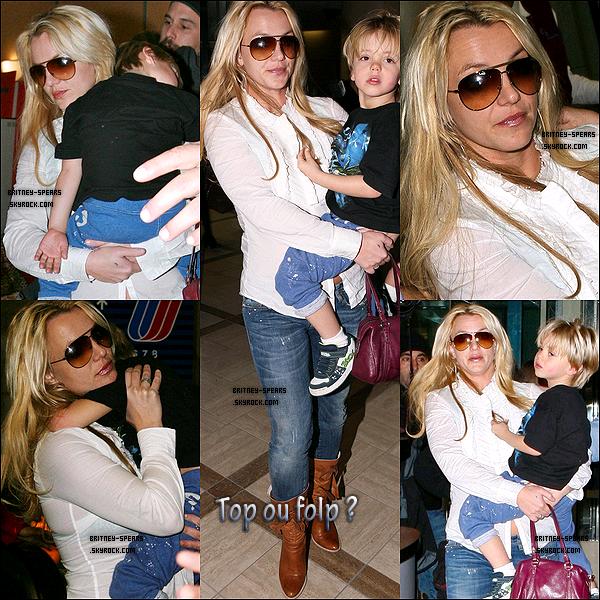 le 28 novembre, Britney, Jason et ses fils arrive à l'aéroport de LAX à Los Angeles.  Top ou Flop ?