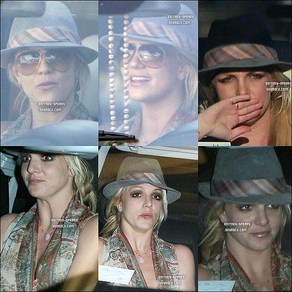 le 01 décembre, Britney se rendait à l'agence de J. pour lui rendre visite,puis B. et J. quittent l'agence.