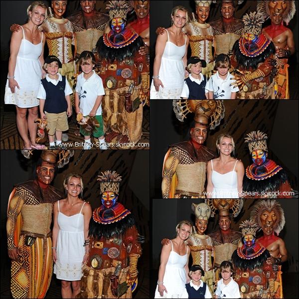 03/04/11 : Brit' et ses fils étaitent au spectacle de The Lion King  + Nouveau single Till The World Ends.