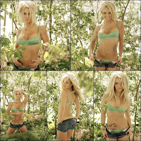 Petit retour en arrière, c'est un photoshoot de Britney Spears prise par Andrew Eccles, datant de 2003 ! Superbe !