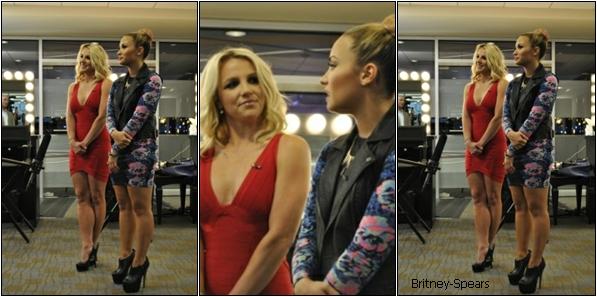 """Le 28 juin 2012,    Voici des photos de Britney, lors de l'interview de  """"The Rhode Show"""" en compagnie de Demi Lovato.   Le 29 juin 2012,  Britney,    toute souriante,  fumant une cigarette  avec une amie, après avoie déjeuné, à Providence.   Le 29 juin 2012,  Britney     sortant de son hôtel pour se rendre à la dernière journée des auditions à Providence."""