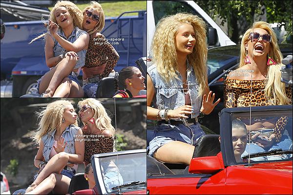 9 avril 2015   :   Britney, en compagnie d'Iggy Azalea, tournaient le clip de leurs prochain single Pretty Girls.