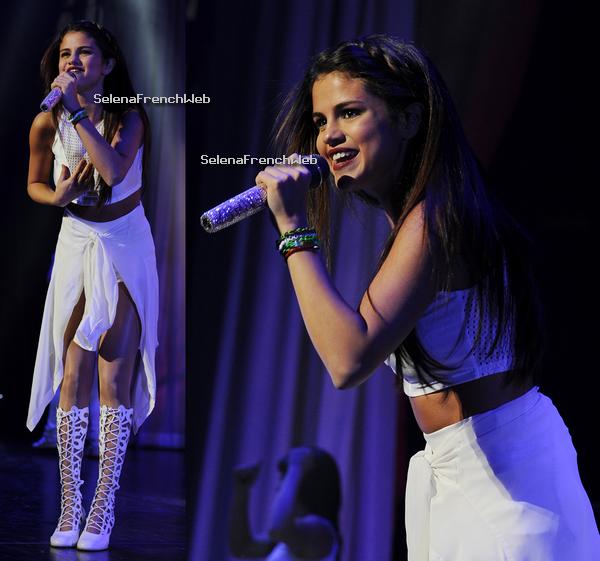 29/10/13 - Selena a donné un concert à Sunrise en Floride dans le cadre du Stars Dance Tour.
