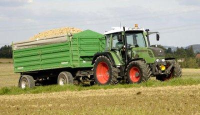 tracteur fend avec remorque a grain