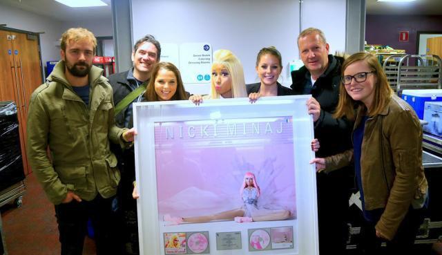 Nicki obtient 2 Disque de platine en Irlande !
