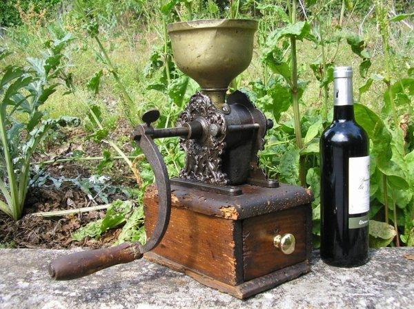 Ancien moulin caf lausanne comptoir de pharmacie ma collection de moulins caf pice farine - Moulin a cafe de comptoir ...
