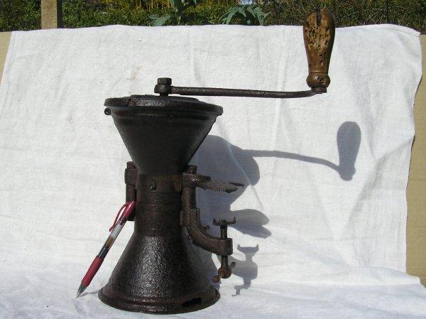 ancien moulin à café sablier