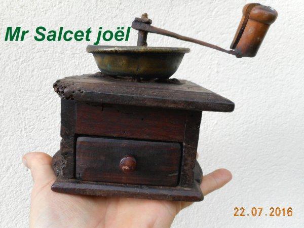 Ancien petit moulin à café et épice signé A. Luhdorff